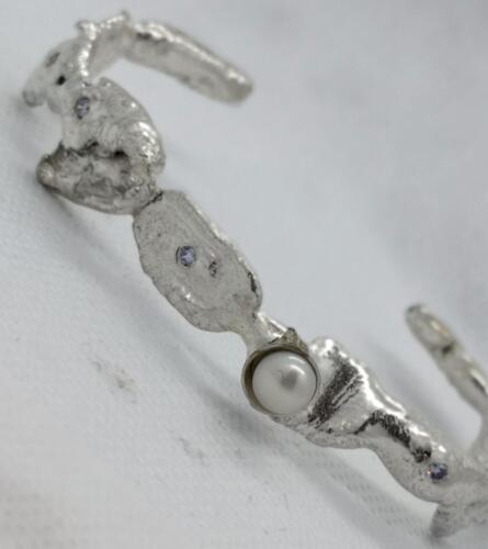 Pärla, små kubik zirkonia, silver. 1350:- SEK