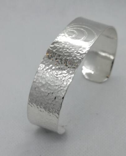 """"""" Skarp"""" Präglad armband , olika motiv. 950:- SEK"""