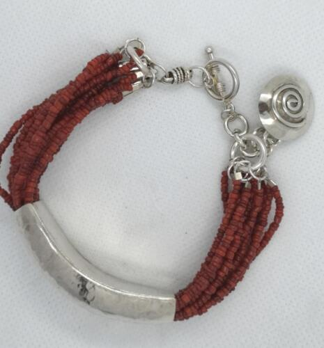 """Böjt"" Glaspärlor, böjt silver. 1950:-SEK"